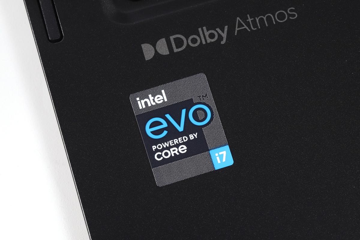 dynabook V8/Pは「Intel Evo platform」対応モバイルノートPC。このマークはIntelとノートPCメーカーのコラボレーションによって設計された特別なモデルに冠されるもの。