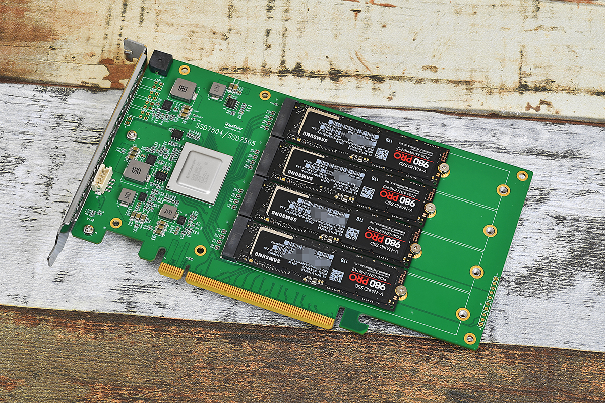 SSD7505にSamsung SSD 980 PRO 4枚を搭載したところ