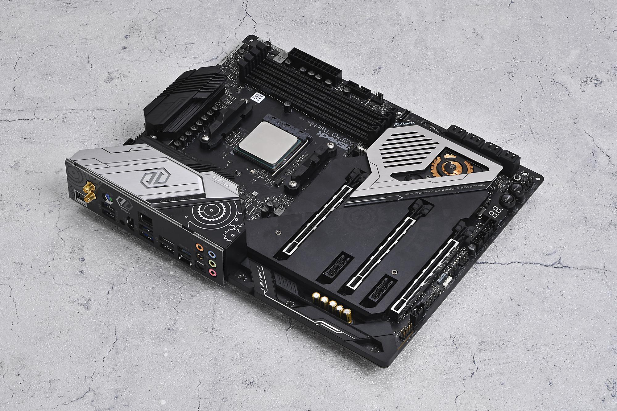CPUは2020年下期の大注目製品であるAMDのRyzen 5900Xを使用。マザーボードはASRockのX570 Taichiを用意した