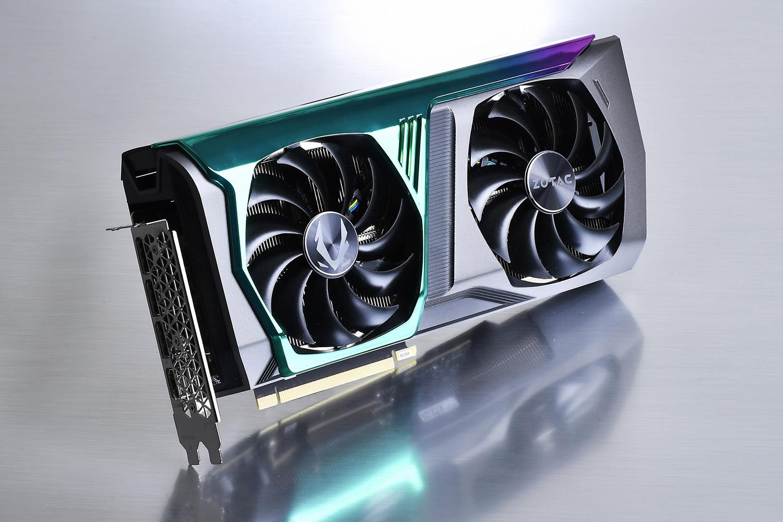 オーロラ色に輝く発光ギミックを備えた「ZOTAC GAMING GeForce RTX 3070 AMP Holo」。実売価格は8万8,000円前後