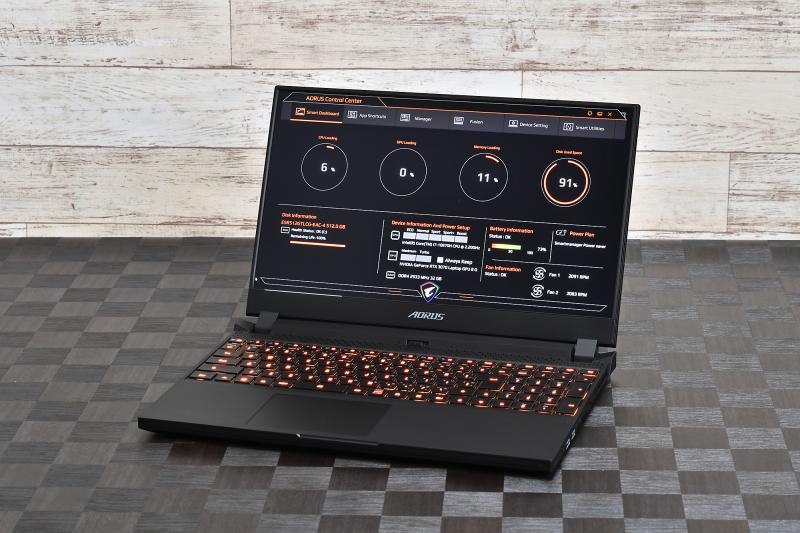 3方ベゼルレスデザインはそのまま継承し、本体厚を2020年モデルよりも約2mm薄くしたAORUS 15Gの2021年モデル。下手なデスクトップPC顔負けの性能が2kgサイズに収まっている