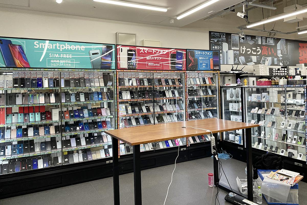 SIMフリーのスマートフォンも多数扱いがあり、買取りセンターも併設されます。