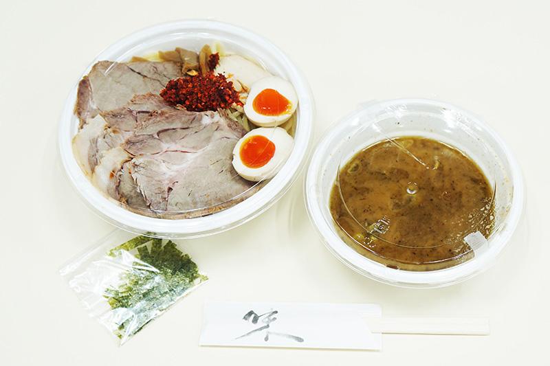 「特製つけ麺」+「トッピング海老辛」の組み合わせ
