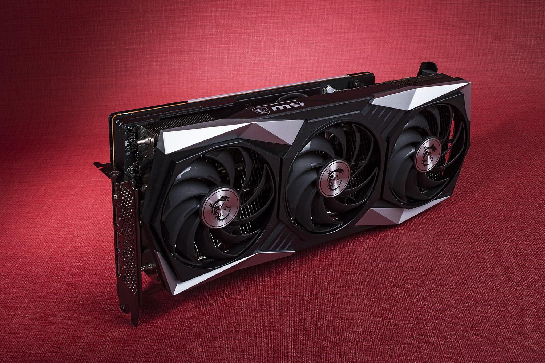 RDNA2世代RadeonのフラグシップRX 6900 XTを3連ファン仕様クーラーで冷却するMSIのファクトリーOCモデル「Radeon RX 6900 XT GAMING X TRIO 16G」。初値は18万円前後だった