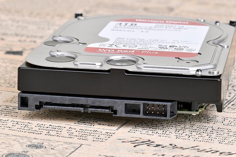 3.5インチHDDとして標準的なサイズ感。インターフェースも一般的なSerial ATA 3.0だ