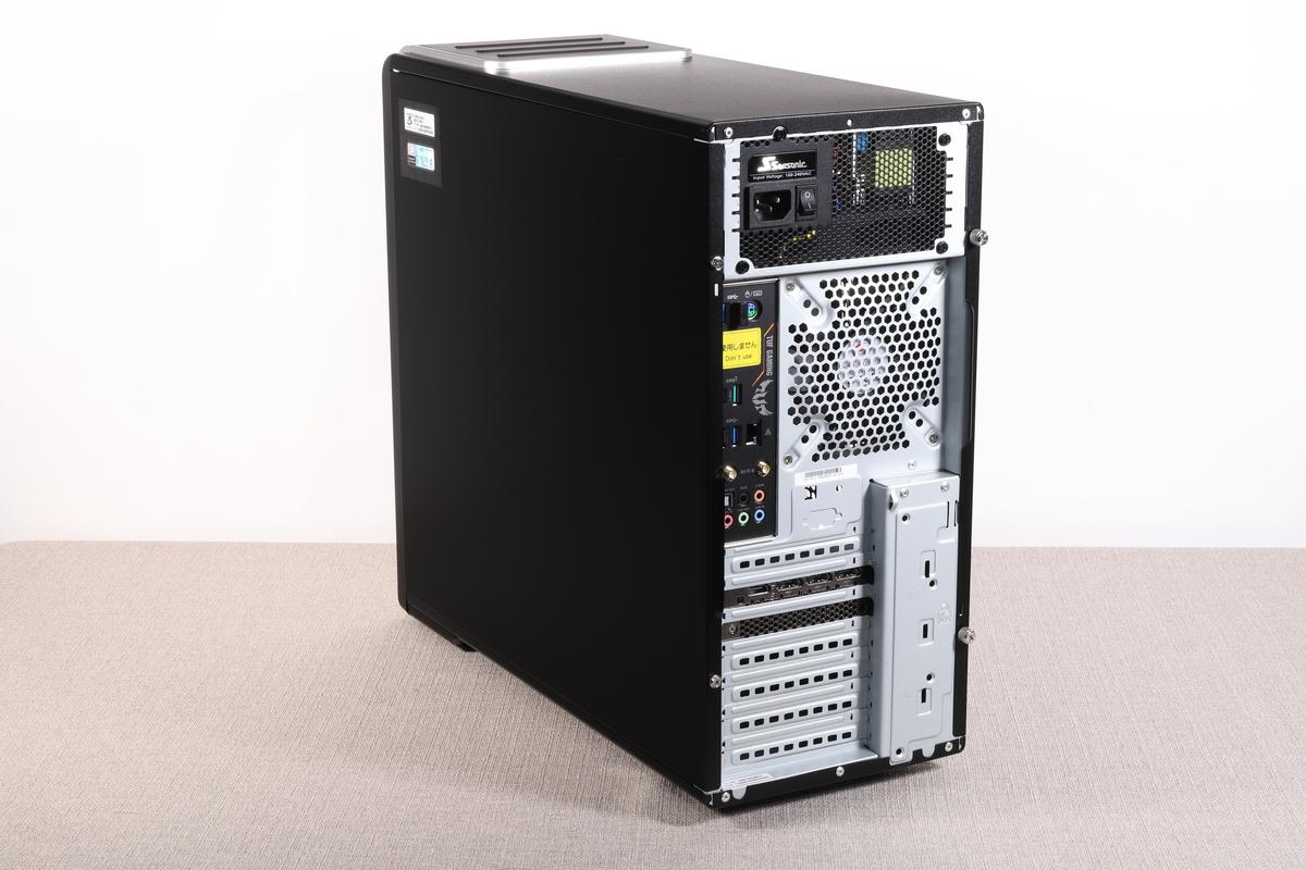 筐体サイズ190×435×475mm(幅×高さ×奥行)のミドルタワーケースを採用。