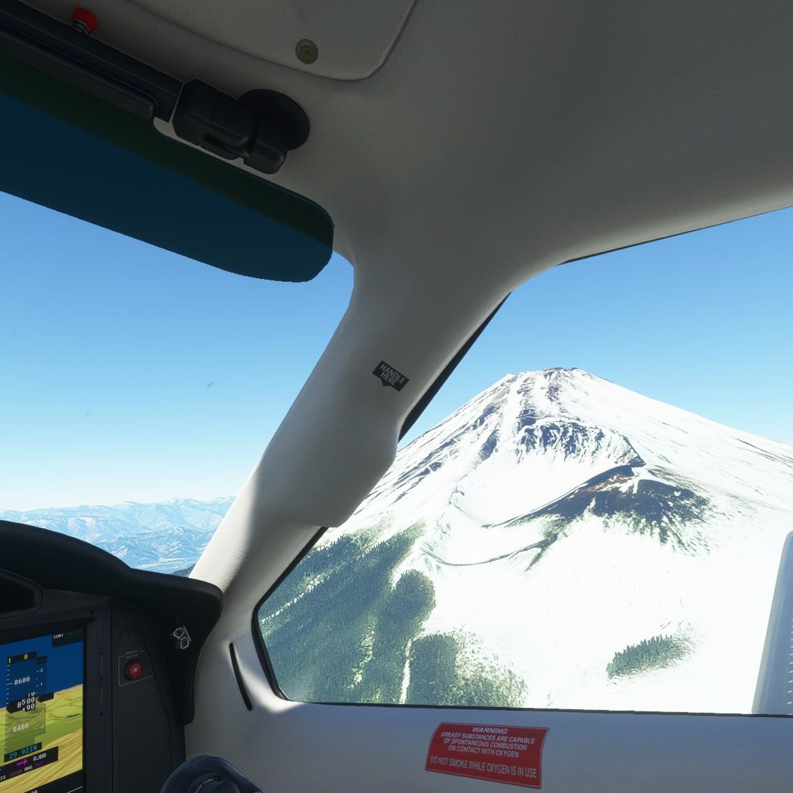 VRでみる富士山や夜景には、通常のディスプレイでは得られない臨場感がある。このVRならではの臨場感を得ながら、世界中を飛び回ることができるのは実に魅力的だ。