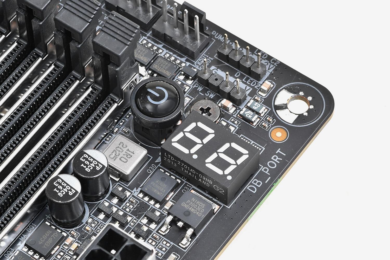 電源ボタンやPOSTコード表示用LEDなどハイエンドユーザー向け機能も搭載