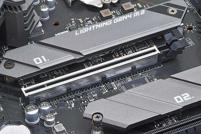 PCI Express x16スロットは高耐久の「PCI-E Steel Armor」仕様