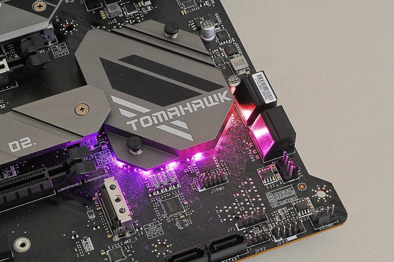 チップセットクーラーの下にRGB LEDを内蔵