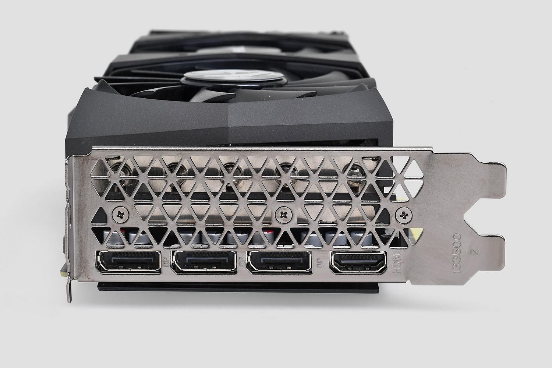 ディスプレイ出力はDisplayPort 1.4a×3、HDMI 2.1×1