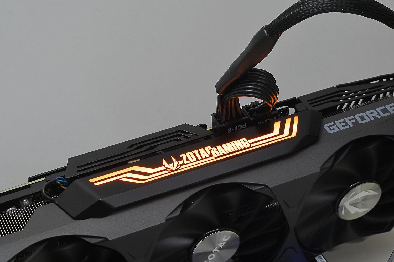 天面およびバックプレートのロゴマーク部分にRGB LEDを内蔵している