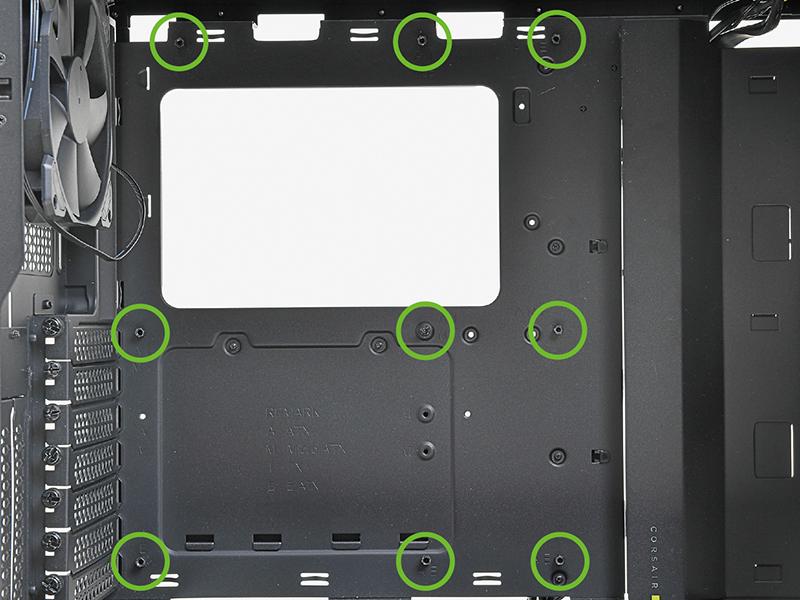 マザーボードベースにはスペーサが取り付け済みだった。マザーボードに対して正しい場所なのかどうかと、しっかり固定されているかどうかを確認しよう