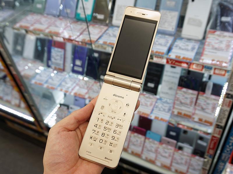 フィーチャーフォン「P-01H」の未使用品がイオシス各店で販売中
