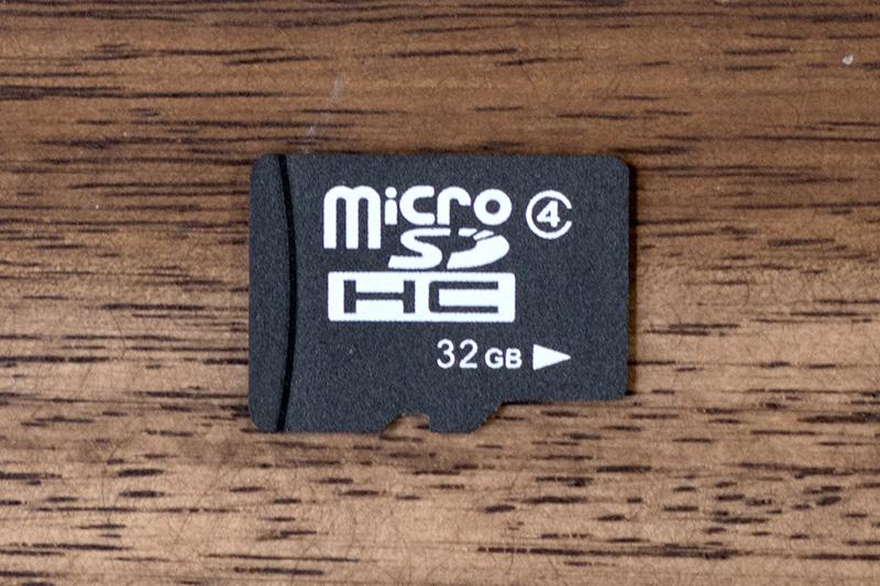 ノーブランド品のスピードクラス4対応microSDカード
