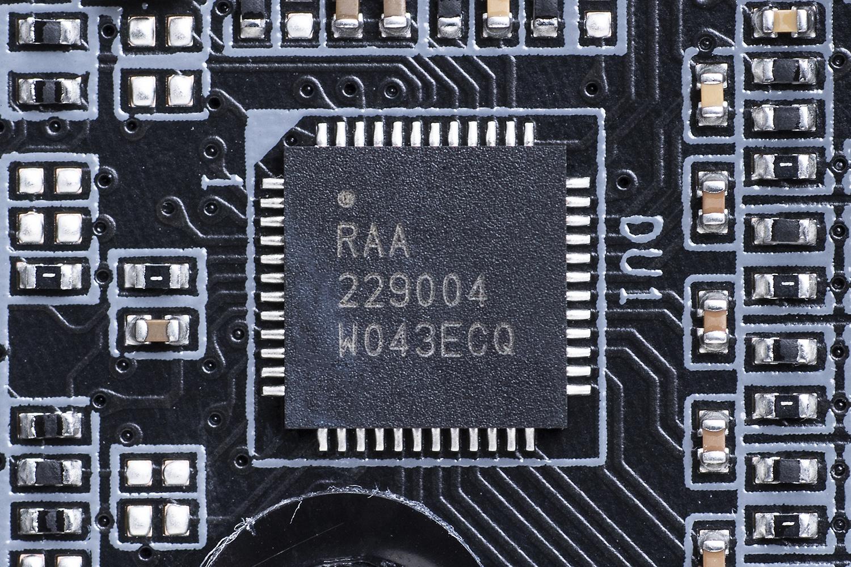 PWMコントローラはルネサスの「RAA229004」。多くのマザーで採用されている定番チップ