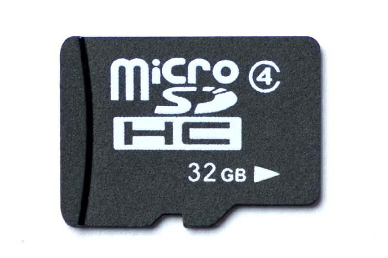 ノーブランド品のスピードクラス4対応microSDカード。