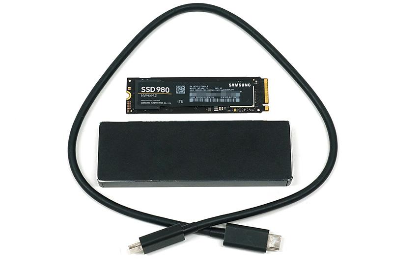 ●1 SSD外付けケース「AOK-M2NVME-U31G2」と換装するSSDを準備。