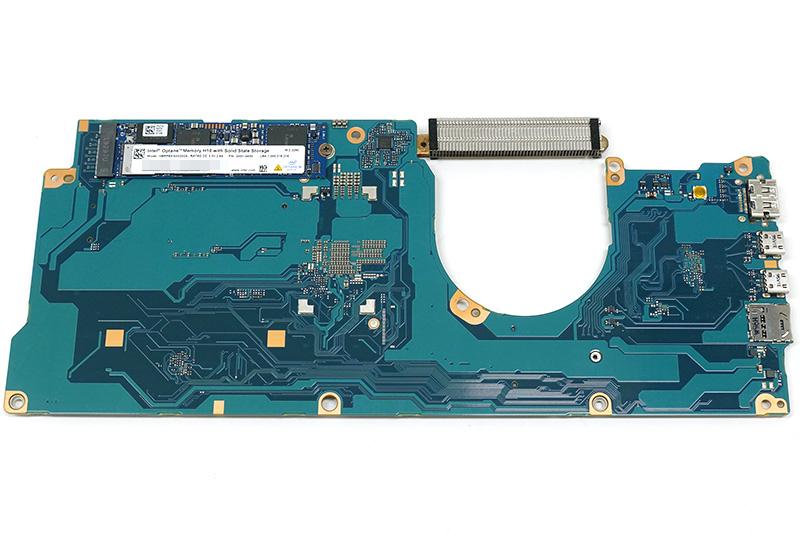 ●10 マザーボード裏面にSSD用のM.2スロットが配置されている。