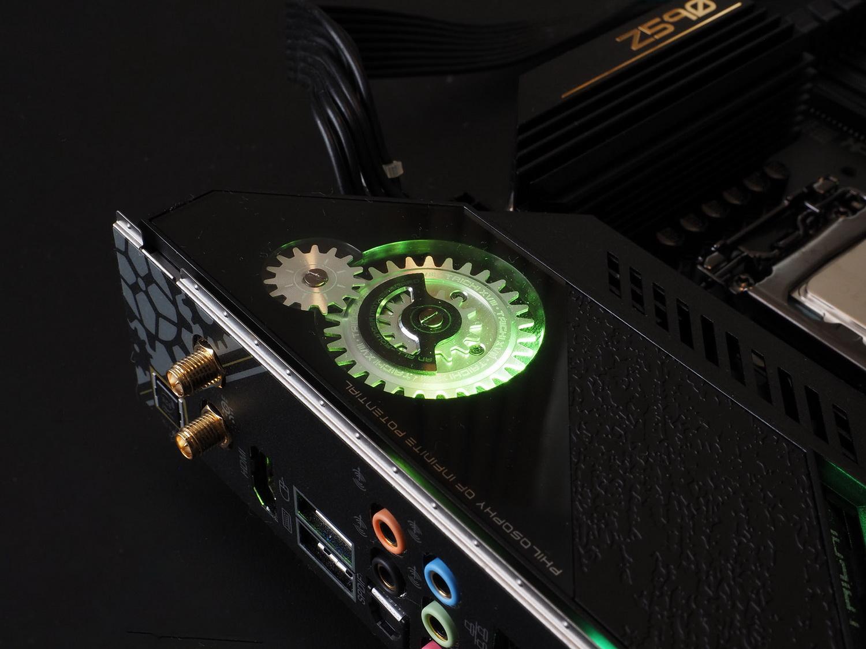 Taichiのトレードマークである歯車のデザイン。今回は光るだけでなく……!!