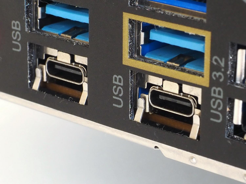 バックパネルにThunderbolt 4×2を搭載。チップはJHL8540でコードネーム「Maple Ridge」世代