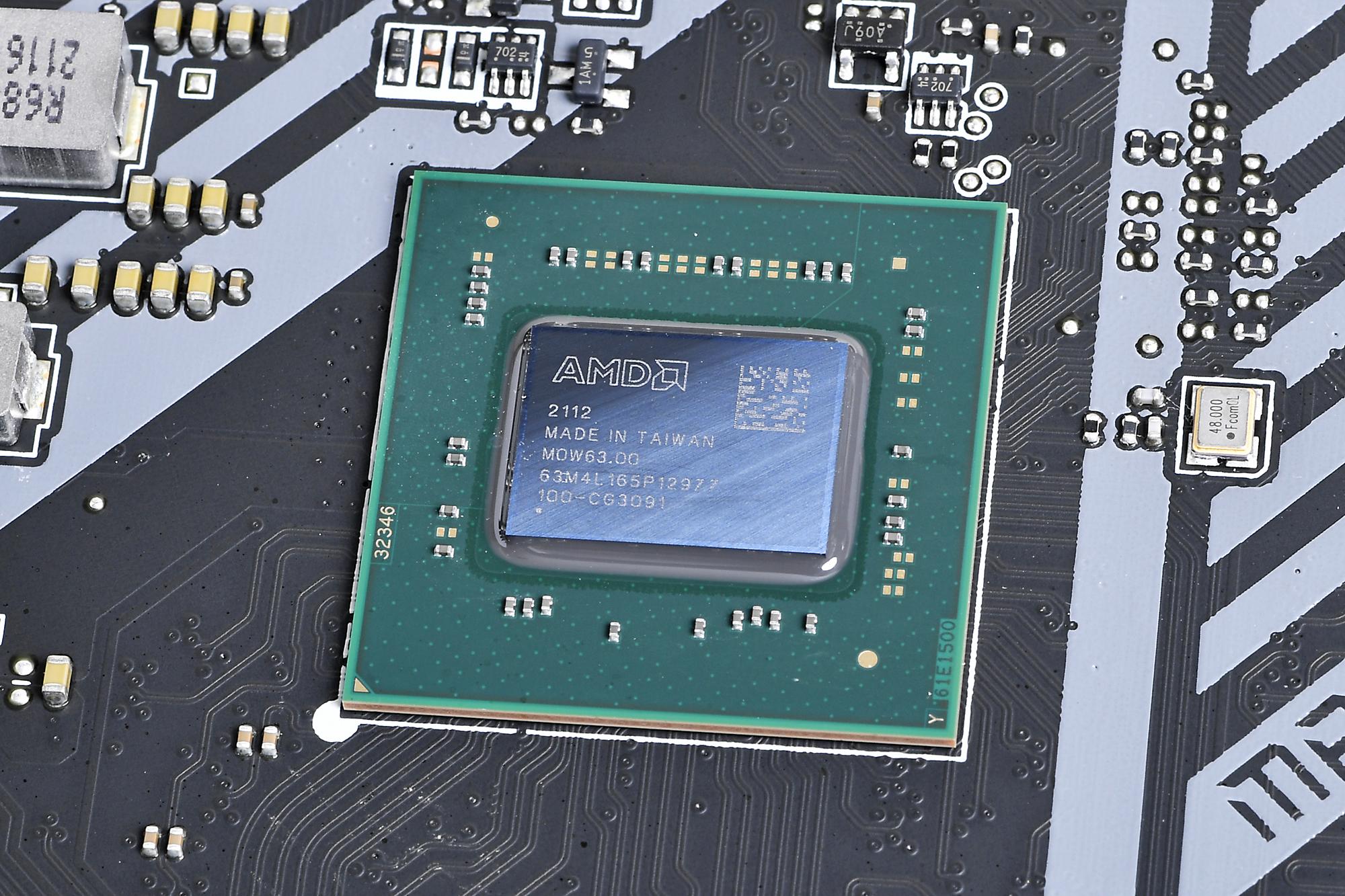 機能的にAMD X570で変わったところはない。リフレッシュモデルの見どころは設計やインターフェースの強化にある
