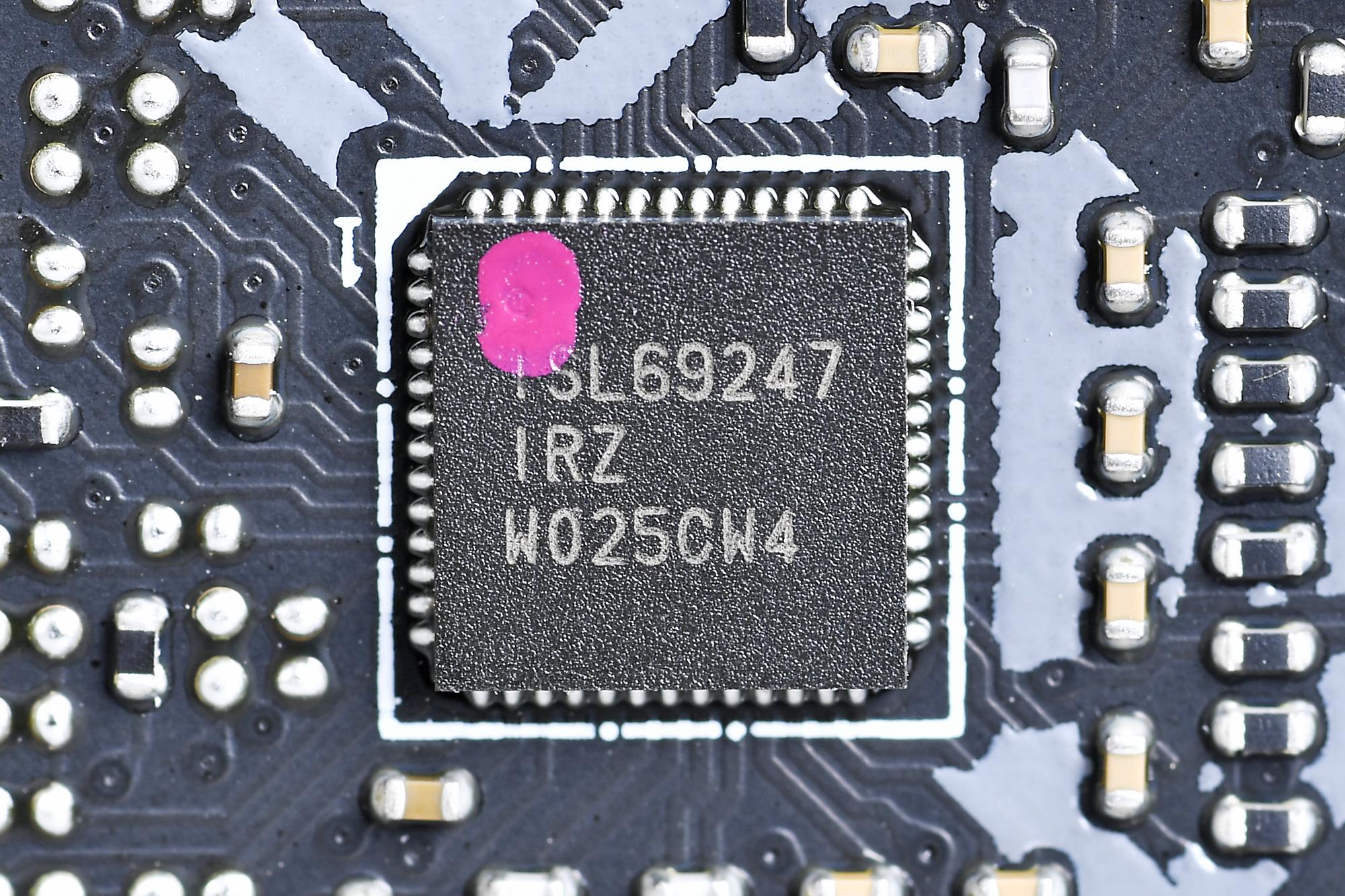 PWMコントローラはルネサス「ISL69247」