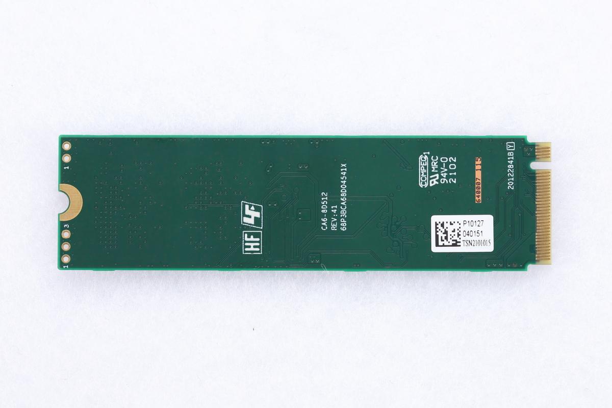 片面実装仕様であるため、裏面には一切部品を実装していない。これは、ヒートシンク非搭載のM10PGNも同様だ。
