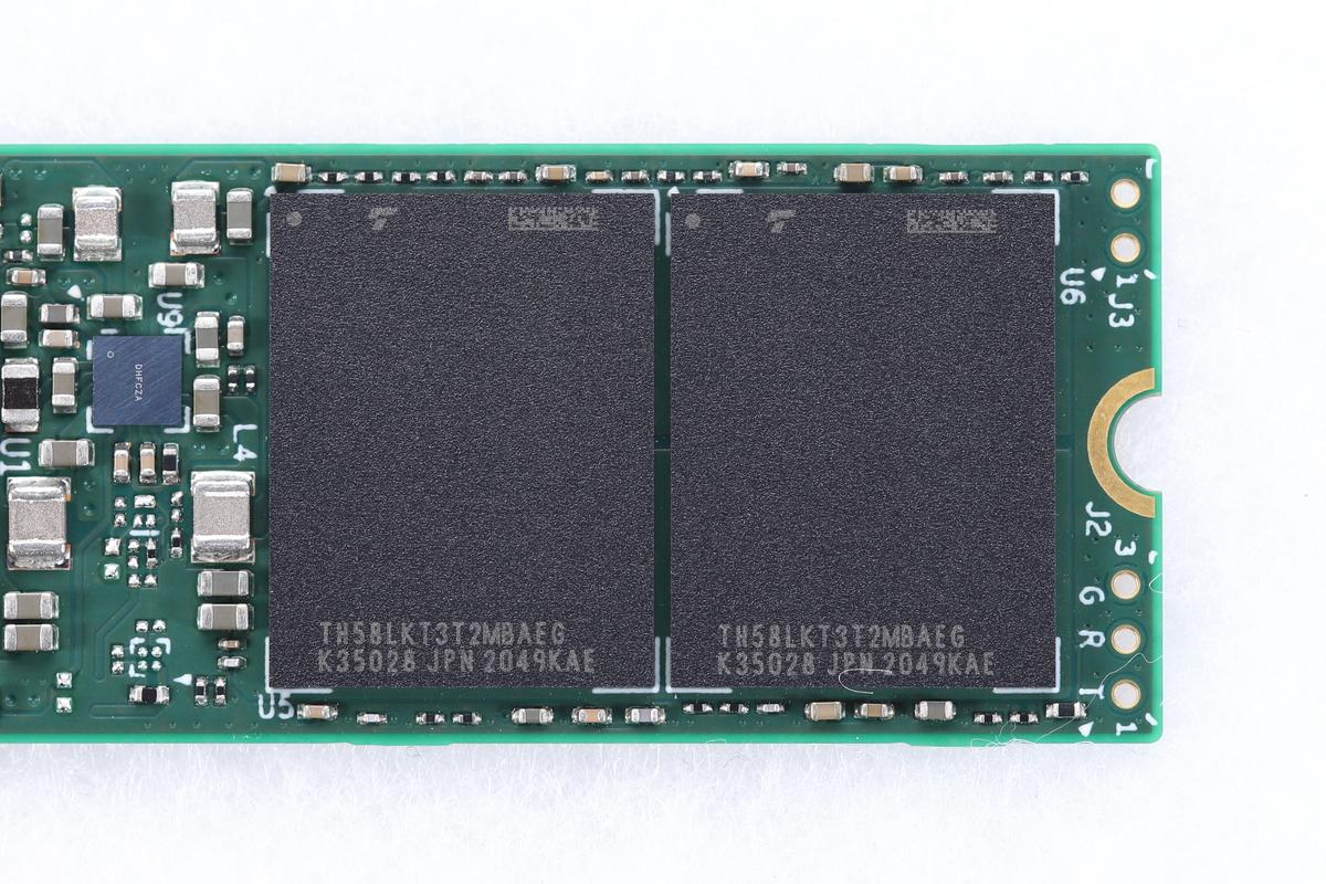 搭載NANDはキオクシアの「BiCS」。型番は「TH58LKT3T2MBAEG」。