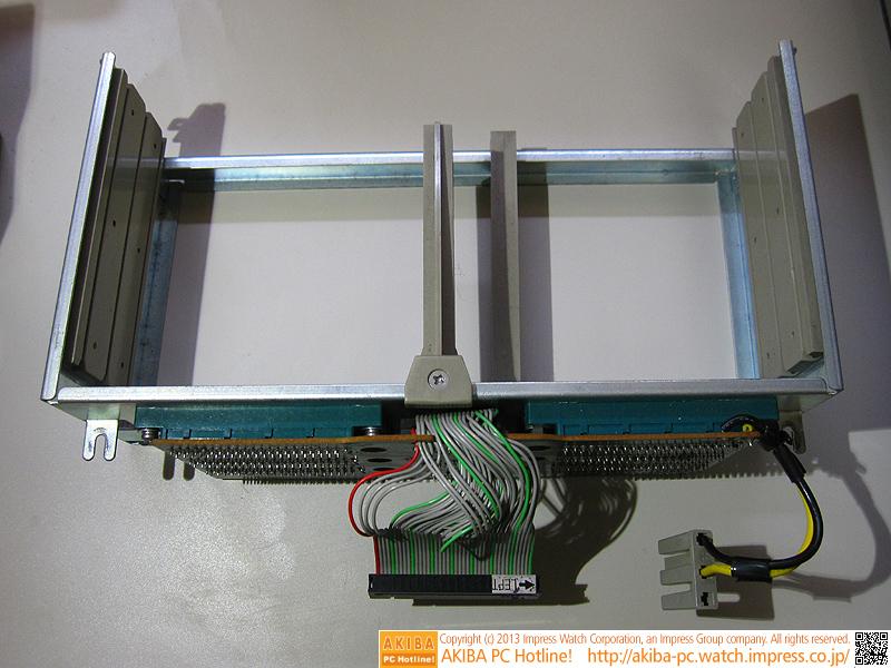拡張I/Oポート「MZ-8BK」です。「MZ-8BG」以外の拡張カードを増設する場合は必須です。左下がプリンタI/F、右上は「MZ-8BGK」、右下がFDD I/Fとそれぞれ挿す場所が決まっているので注意が必要です。