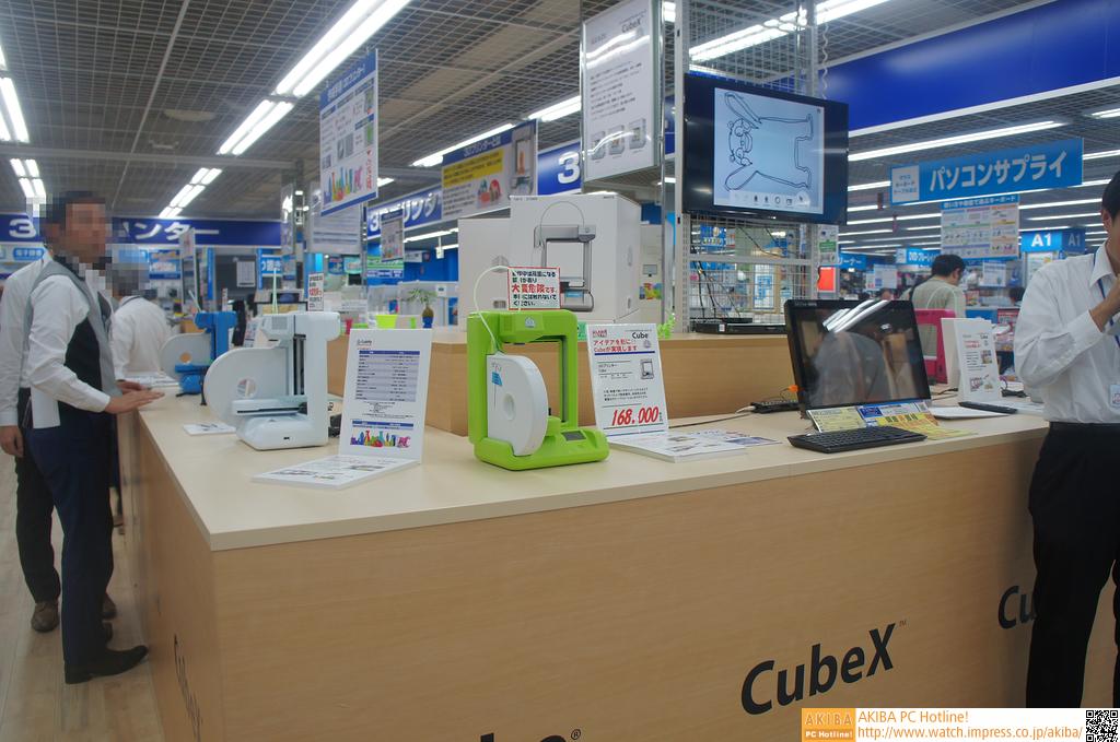 LABI1日本総本店池袋3Fの3Dプリンタ専門スペース。奥も3Dプリンタ専門スペースになっていて、場所も3Fのエスカレーター出口そばと一等地を確保