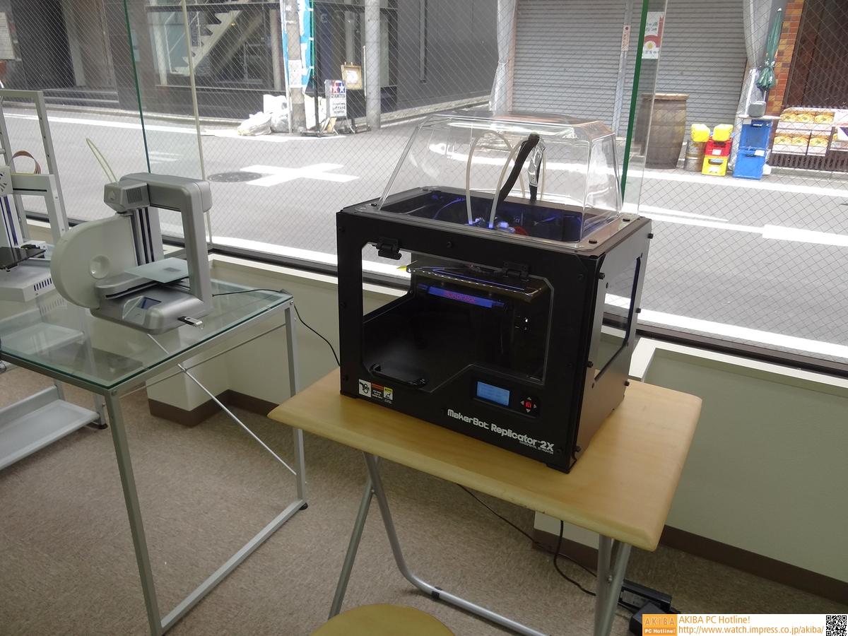 MakerbotのReplicator 2X。パーソナル3Dプリンタとして現在もっとも知られているモデルだろう。
