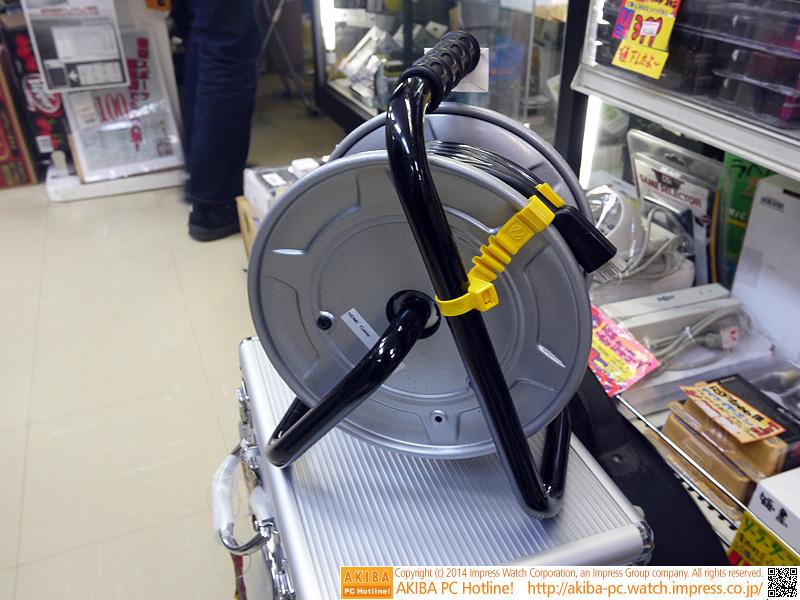 """ドラム式HDMI延長ケーブル<br class="""""""">【関連記事】:(<a class="""""""" href=""""http://akiba-pc.watch.impress.co.jp/docs/wakiba/find/20140128_632429.html"""">1</a>)"""