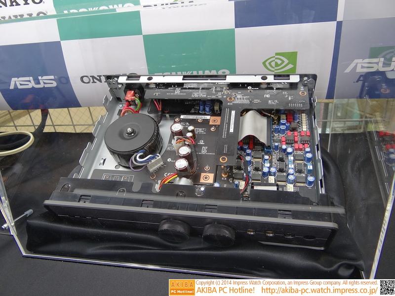 XONAR Essence IIIの内部。ボリュームはモーター制御で、付属リモコンからも操作ができる。内部コネクタも金メッキとか