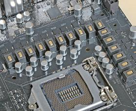 ハイエンドマザーボードのVRM。8フェーズ、16フェーズといった多くの回路が使われており、長期信頼性が高い
