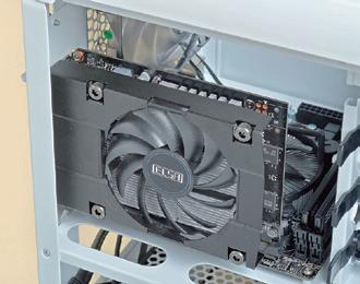 【ミドルレンジカードでも電源不要モデルはある】GeForceGTX 750TiはミドルレンジクラスのGPUながら、補助電源なしの製品がある。小型PCケースと相性がよいGPUだ