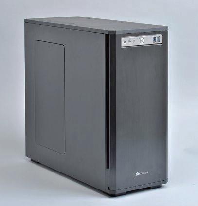 ここで紹介しているDefine R4や右のCorsair製Obsidian 550Dは基本は静音性重視の設計だが、天板と側板のファンマウントをふさぐフタを取り払い、ここにファンを装着すれば冷却重視ケースとしても使える。こういった「バランス型ケース」は最近の流行でもある。後からでも方向性を変えられる柔軟性を秘めているのだ。