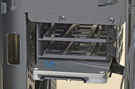 """【2.5インチ専用ベイ】<br class=""""""""><br class="""""""">SSDの搭載に便利な2.5インチ専用ベイを備える製品も多い。3.5インチベイをつぶさずにすむ"""