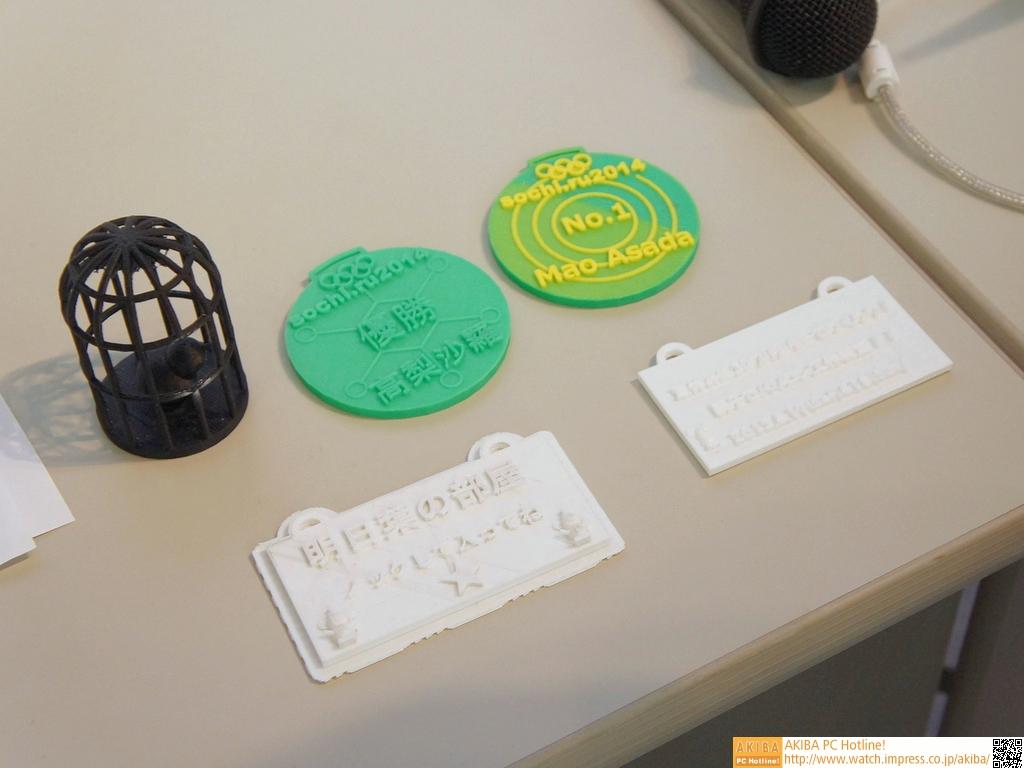 今回の体験ワークショップで作るメダルとネームプレートの例