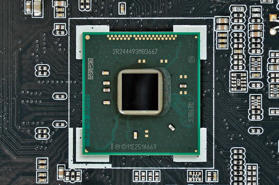 倍率変更OC、マルチGPU、RAIDなど、搭載チップセットで決まる機能も多くあるので、マザーボード選びの際はよくチェックしておきたい