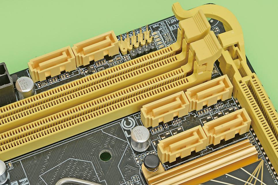 CPUの進化とともに1チップになったチップセットもまたインターフェースを統合しながら進化しており、拡張カードの必要性が減った