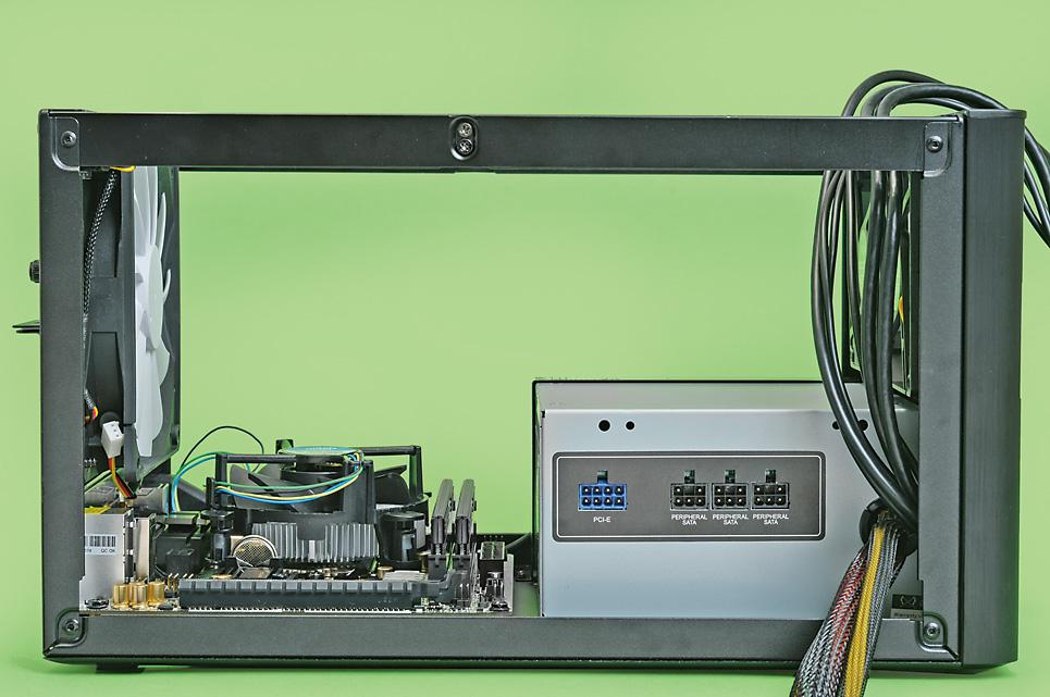 ストレージの複数台搭載、ATX電源対応、大型CPUクーラーへの対応など、小型ケースもユーザーニーズを受けて着々と進化した