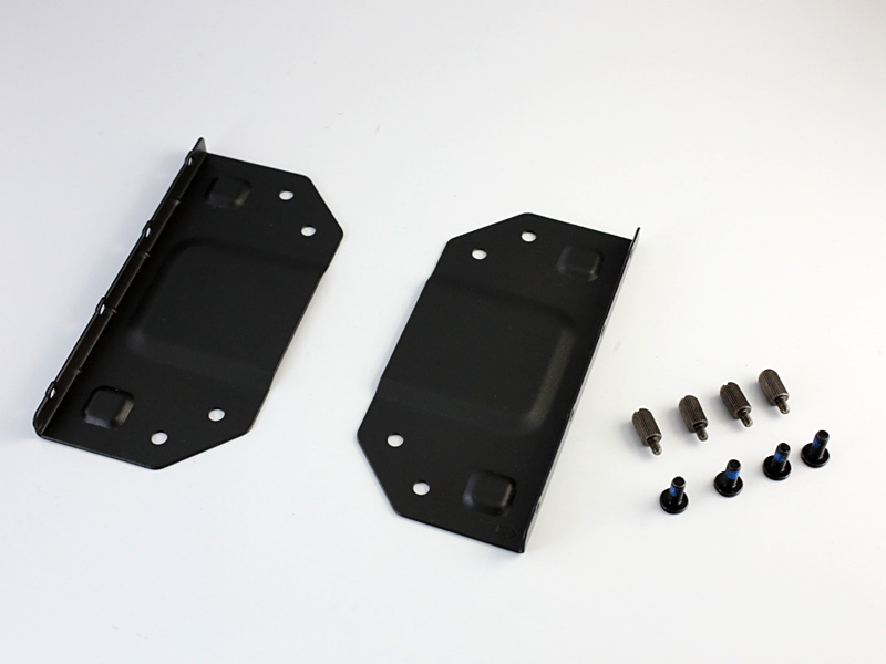 標準で付属するVESAマウント。VESA対応ディスプレイの背面にDS437Tを搭載して運用できる。