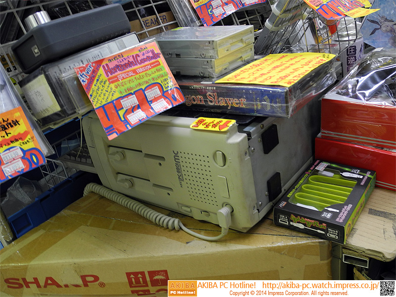 """<a class="""""""" href=""""/shop/at/usagi2.html"""">三月兎2号店</a>と<a class="""""""" href=""""/shop/at/usagi3.html"""">三月兎3号店</a>で店頭デモが実施されている。写真は2号店の様子(PC-8801 MCでデモ中)。"""