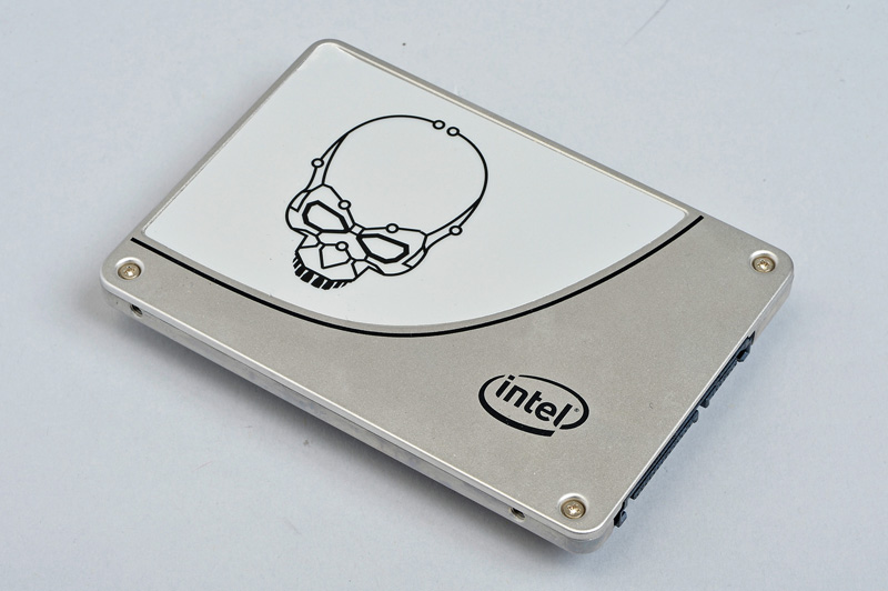 Intel Solid-State Drive 730<br>コンデンサで停電時でも安心