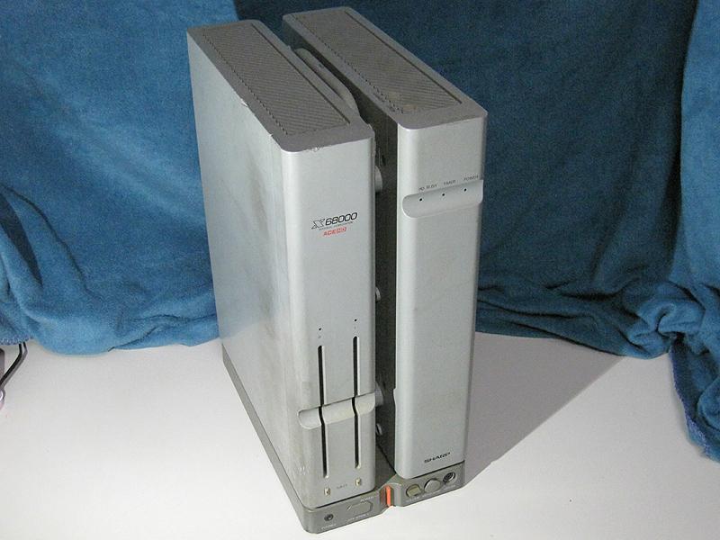 今回復活させたX68000 ACE-HD。20MBのSASI-HDDを内蔵したモデルです。残念ながら内蔵HDDは破損していて動作しません。