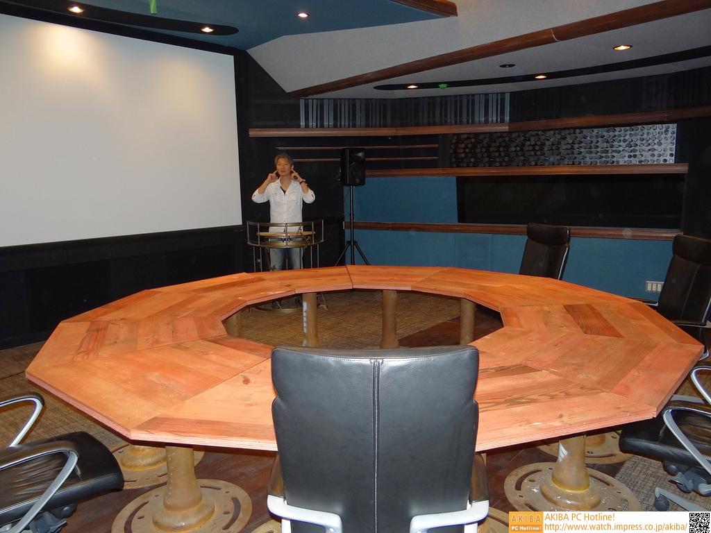 低反響室、プレゼンテーションルームにもなっている。「アニメを見てみたい」(Cerevo岩佐氏)とか