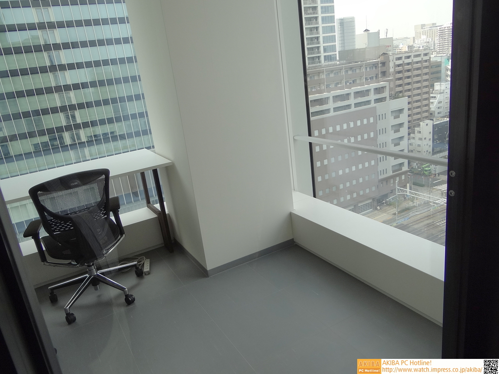 貸しオフィススペース。眼下にはJR線も…