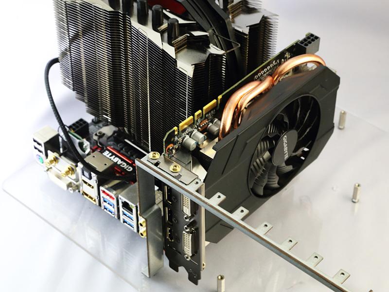 2スロット占有型のGPUクーラーを搭載するため、PCケース側の拡張スロットも2つ必要。