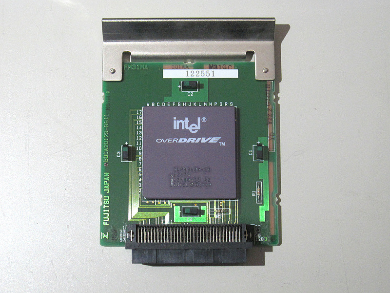 ODP486SX-20が直接ハンダ付けされたオプションカードです。他機種では青いソケットにODP486SX-20を搭載するのですが、本機種ではこのオプションカードを本体の専用スロットに搭載します。